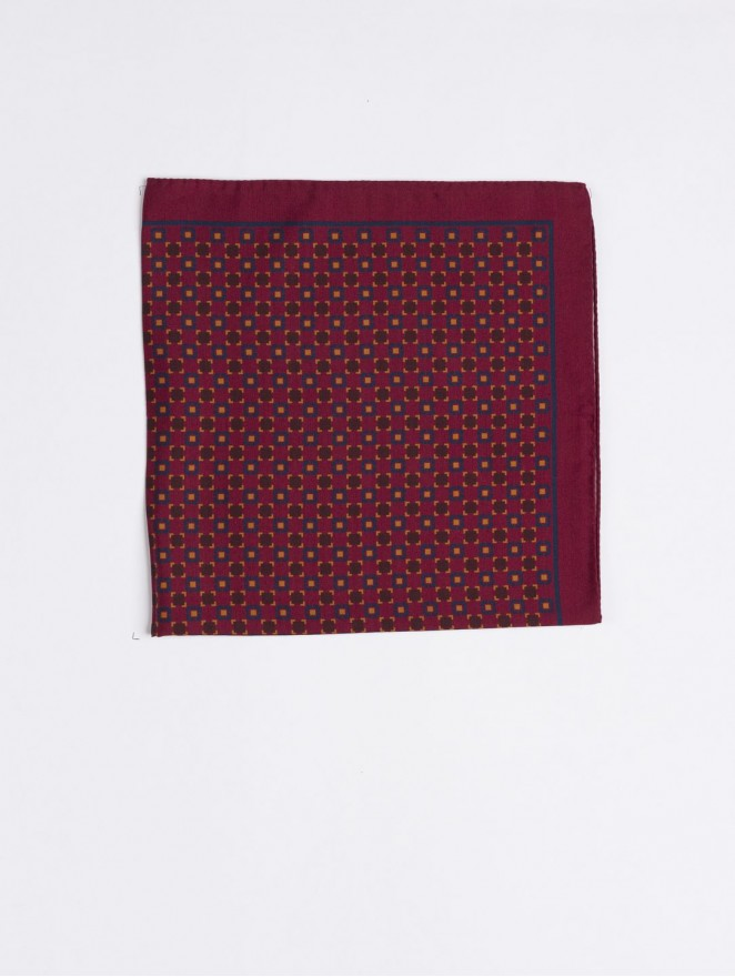 Silk and wool foulard with bordeaux design